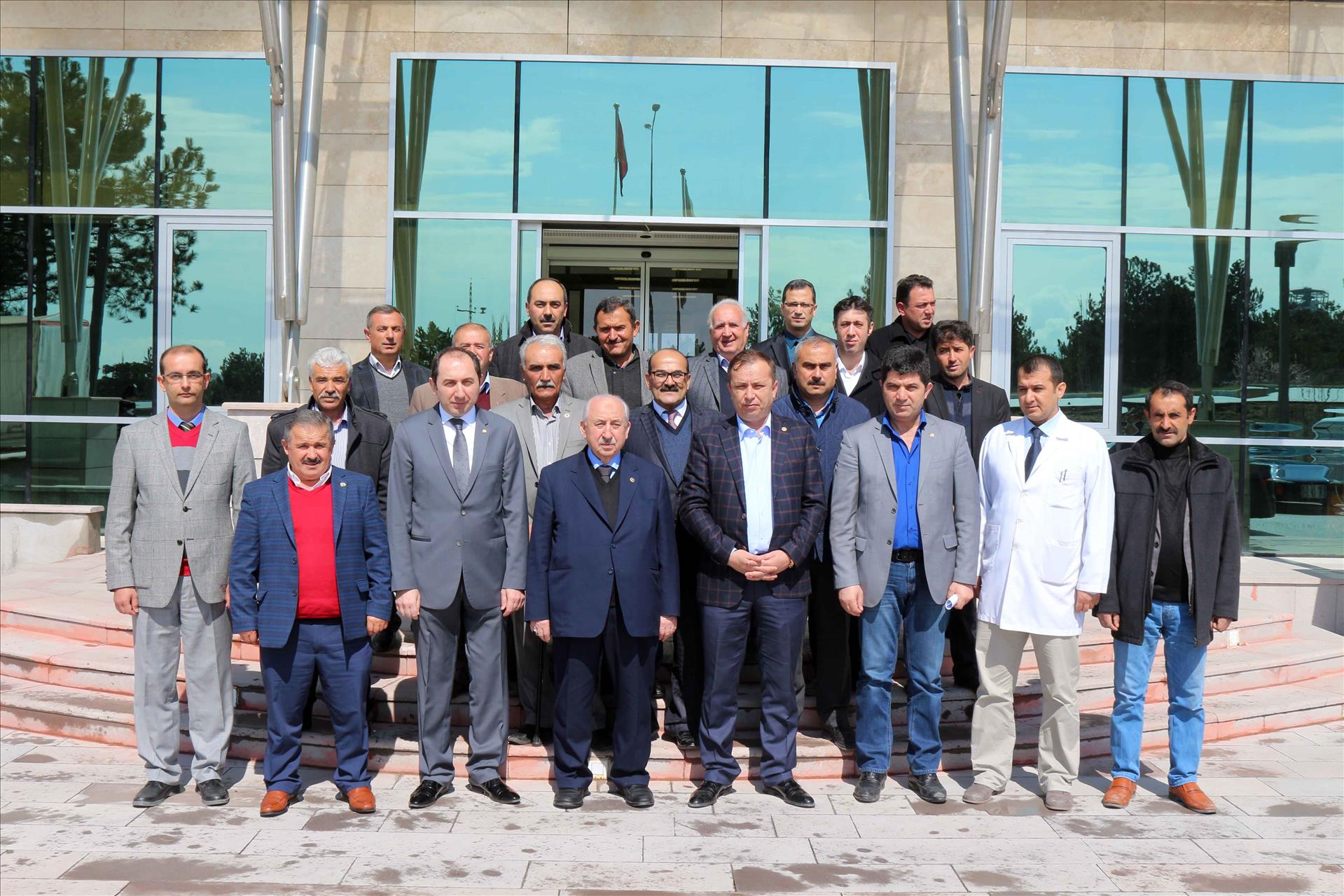 Rektörümüz Ahmet Sami Ceylan ve Ali Yüksel Kavuştu ile Birlikte Toprak Analiz Laboratuvarını Ziyaret Etti