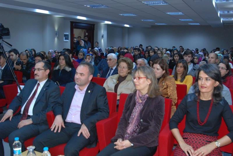 """Fen Edebiyat Fakültesi'nde """"Aşk Mesnevileri I: Leylâ ile Mecnûn"""" Konulu Konferans Verildi"""