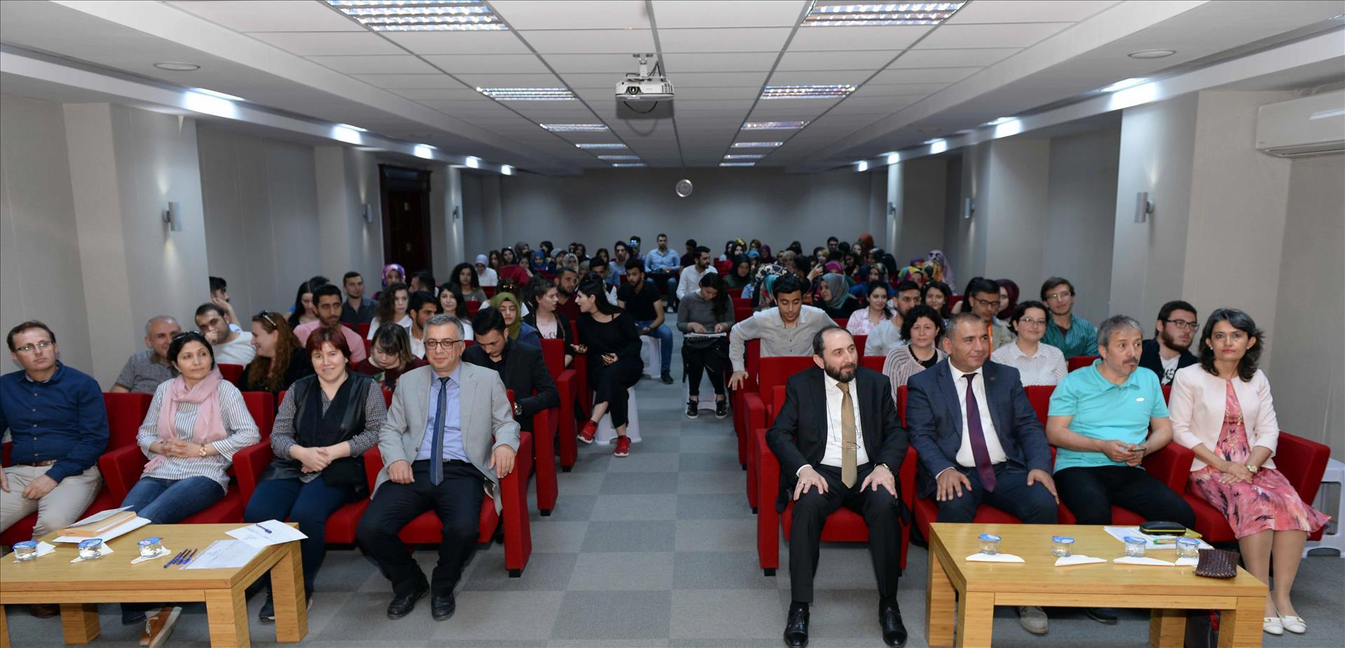 """""""Vatan Temalı Şiir Okuma Yarışması"""" Finali ile """"Gelenek ve Modernlik Bağlamında Sezai Karakoç"""" Konulu Konferans Gerçekleştirildi"""