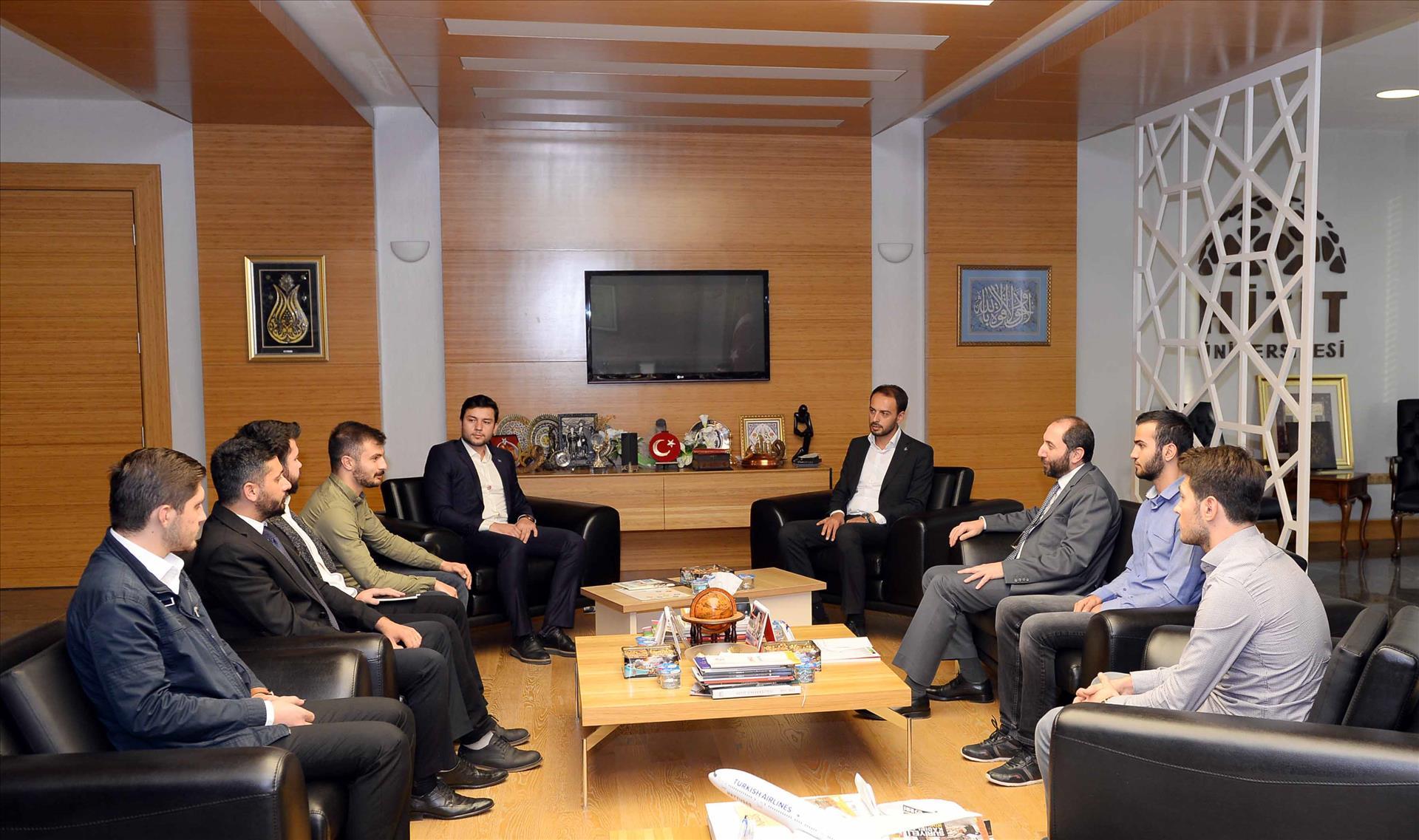Türkiye Gençlik Vakfı'ndan Rektörümüze Ziyaret