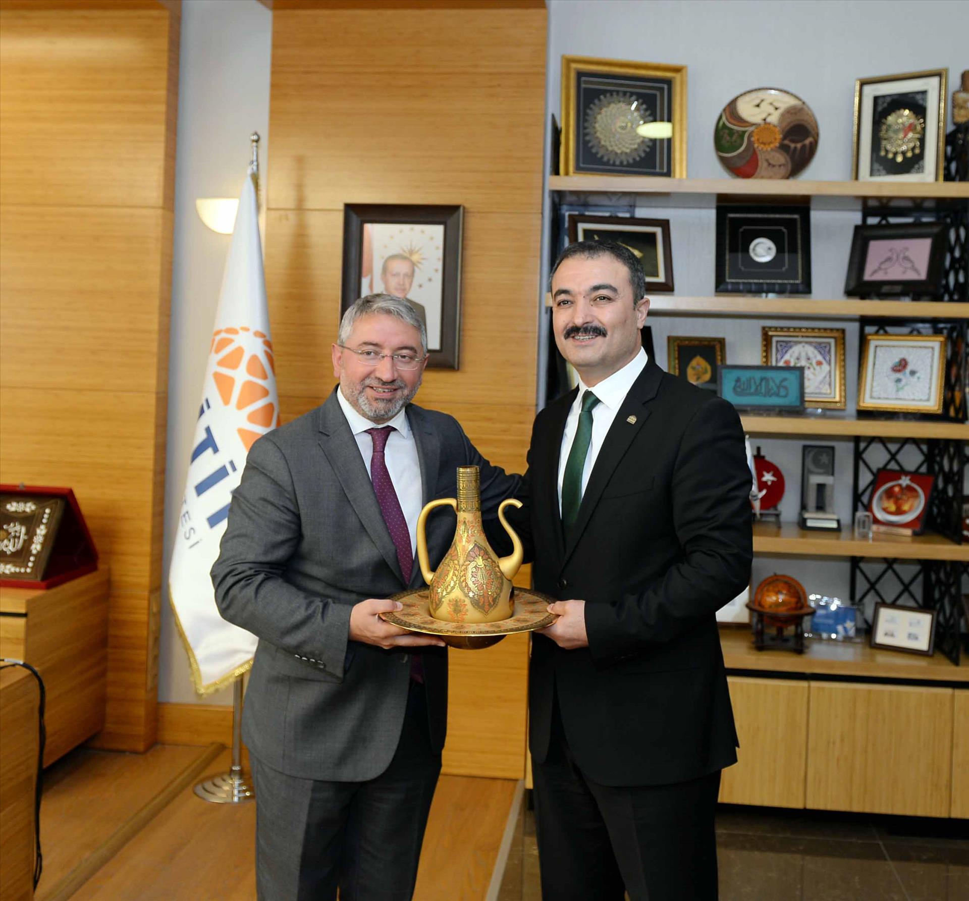 Çorum Belediye Başkanı Dr. Aşgın'dan Rektörümüze Hayırlı Olsun Ziyareti