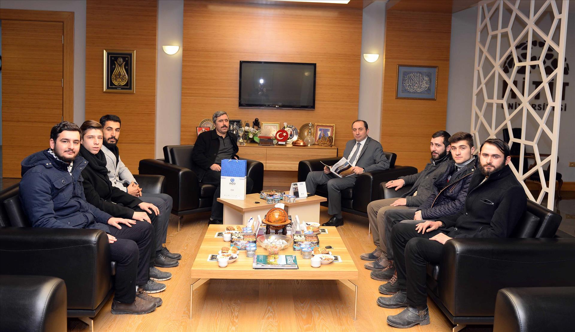 Anadolu Gençlik Derneği Rektörümüzü Ziyaret Etti