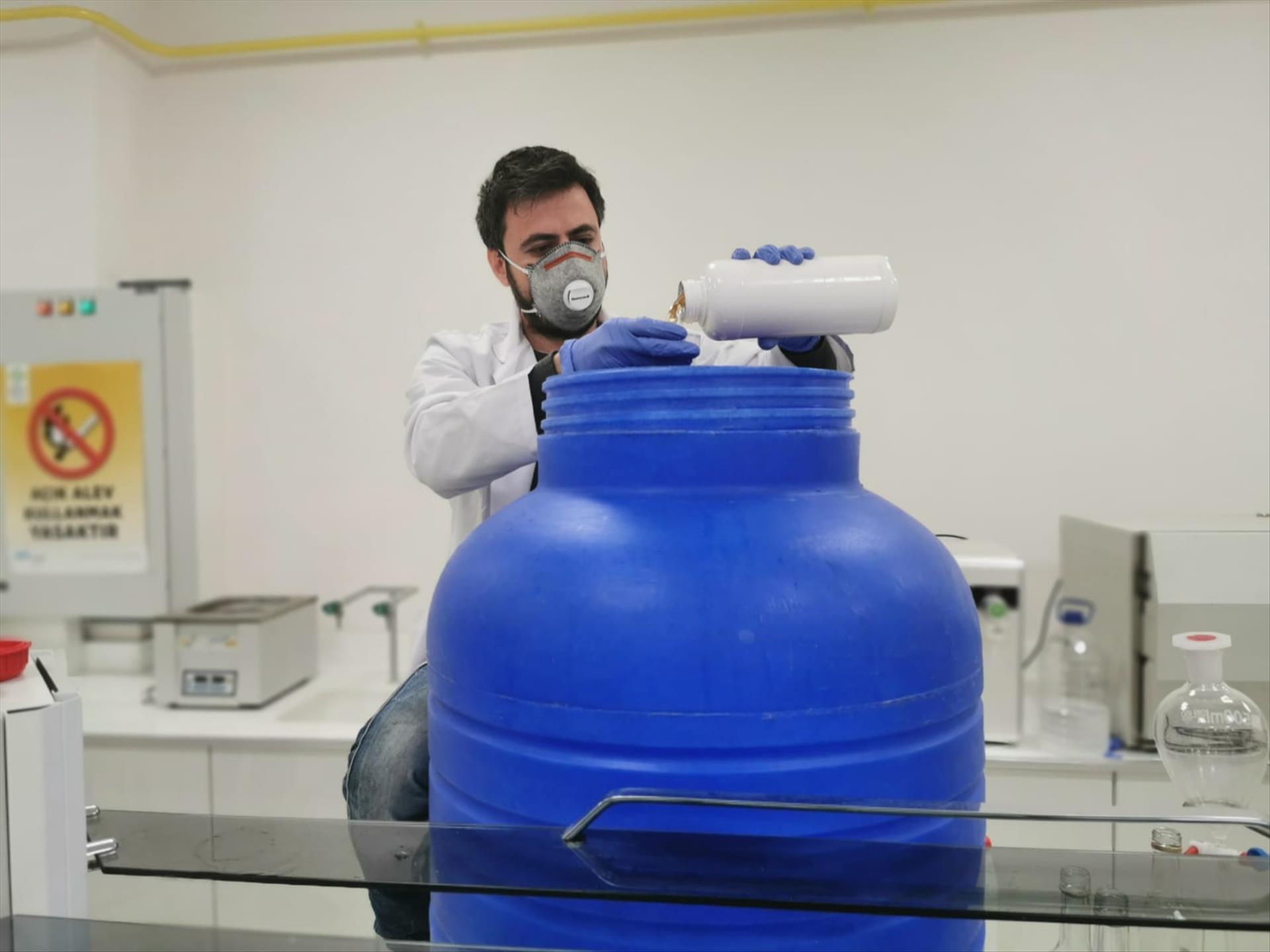 Üniversitemiz Dezenfeksiyon Çalışmalarını Kendi Üretimi Dezenfektanlarla Yapıyor