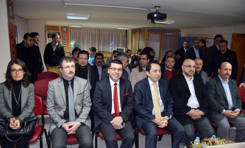 """""""Üniversitelerin Gelişiminde STK'ların Rolü"""" Konulu Konferans Verildi"""