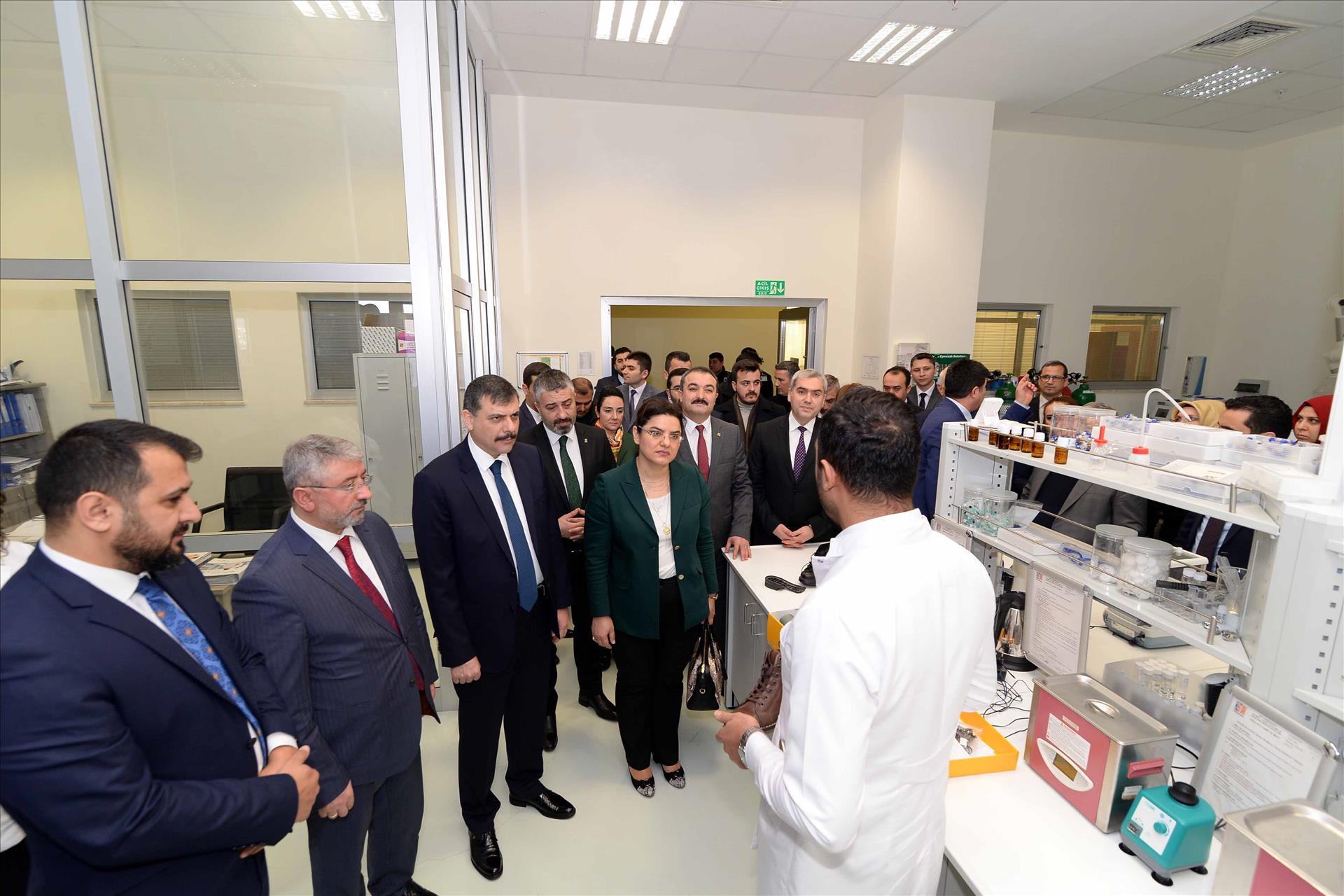 Sağlık Bakan Yardımcısı Prof. Dr. Meşe, HÜBTÜAM'da İncelemelerde Bulundu