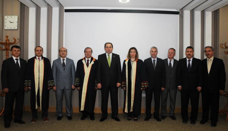 Ataması Yapılan ve Unvanda Yükselen Akademik Personellerimize Cübbeleri Giydirildi