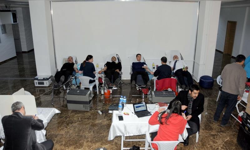 Üniversitemiz Personeli Türk Kızılayı'na Kan Bağışında Bulundu