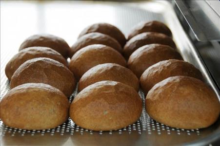 Rektörümüz Tahıl Ürünleri İşleme Tek. Uyg. ve Arş. Lab. Ekmek Üretim Bölümünde İncelemelerde Bulund