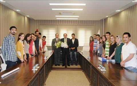 Borsa Finans Kulübü Öğrencileri Rektörümüzü Ziyaret Etti