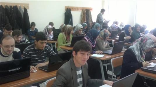 Üniversitemiz İlahiyat Fakültesi'nde WEB Tabanlı Sınav