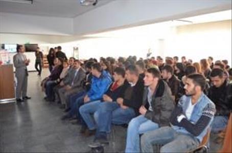 """Alaca Meslek Yüksekokulu Öğrencilerine """"Gençlik ve Gelecek"""" Konulu Konferans Verildi"""