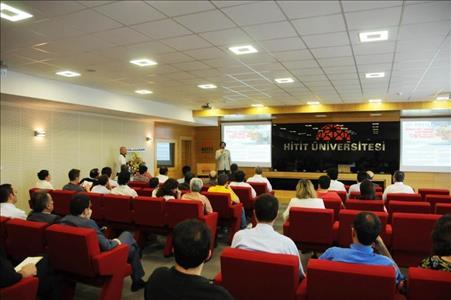"""""""Üniversite Sanayi İşbirliğinde Projenin Yeri ve Ulusal Proje Kaynakları"""" Konulu Konferans Verildi"""