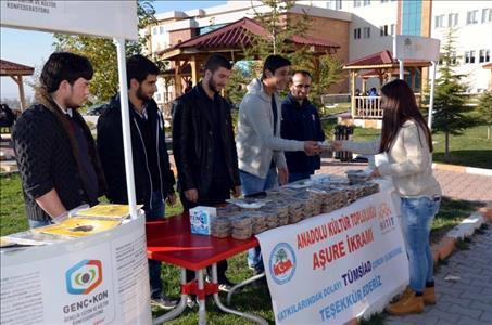 Anadolu Kültür Kulübü'nden Aşure İkramı