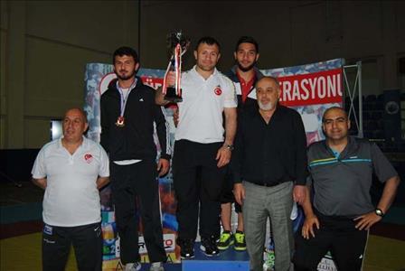 Üniversitemiz Grekoromen Güreş Takımı Türkiye Şampiyonu Oldu