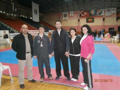Üniversitemiz İ.İ.B.F. Öğrencisi Umut Barış ARSLAN Üniversitelerarası Taek-wondo Şampiyonası'nda Tü