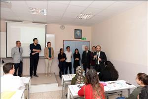 Rektörümüz İngilizce Siyaset Bilimi ve Kamu Yönetimi Bölümü Öğrencileriyle Bir Araya Geldi