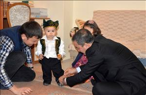 Rektörümüzden Kazakistanlı Öğrencimize Atalık Jesti