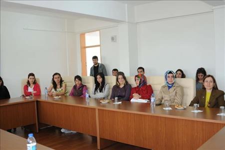 Sanal Portföy Yarışması'nın Galibi Ödülünü Aldı
