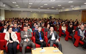 """Üniversitemizde """"Küresel Para Piyasalarında Yeni Enstrümanlar"""" Konulu Konferans Düzenlendi"""