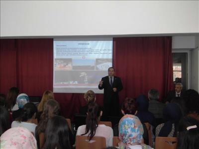 Üniversitemiz Birinci Sınıf Öğrencilerine Yerinde Oryantasyon Eğitimleri Yapıldı