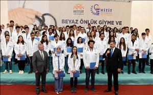 Tıp Fakültesine Yeni Başlayan Öğrencilerimiz Beyaz Önlüklerini Giyip Yemin Etti