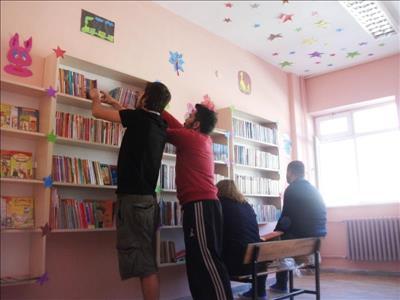 """Üniversitemiz Öğrencileri """"Mezuniyet Kütüphanesi"""" Kurdu"""