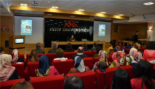 """Canan Tan ile """"Çağdaş Türk Edebiyatında Kadının Sesi"""" Söyleşisi Yoğun Bir Katılımla Gerçekleştirildi"""