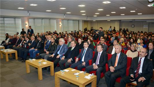 """""""Türkiye'de Yeni Kuşaklar: Ş Kuşağı–Kuşak Çatışmaları ve İş Dünyası İçin Çözüm Önerileri"""" Konulu Konferans Düzenlendi"""