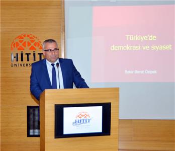 Türkiye'de Demokrasi ve Siyaset Konulu Konferans Düzenlendi