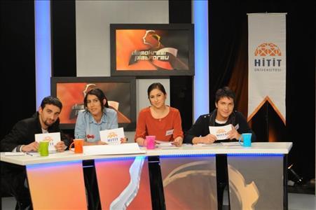 """Üniversitemiz Öğrencileri TRT Okul kanalında Yayınlanan """"Demokrasi Platformu"""" Programında"""