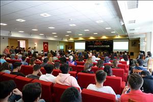 """Üniversitemizde """"CV Hazırlama, İş Arama Yöntemleri ve Mülakat Deneyimi"""" Konferansı Yapıldı"""