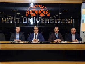 """""""Türkiye'de Yeni Anayasa Arayışları ve Başkanlık Sistemi"""" Konulu Panel Düzenlendi"""