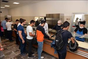 Öğrencilerimiz, Sosyal Yaşam ve Kültür Merkezi'nde İlk Yemeklerini Yedi