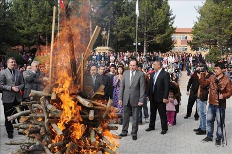 Üniversitemiz Meslek Yüksekokulunda Nevruz Coşkuyla Kutlanıldı