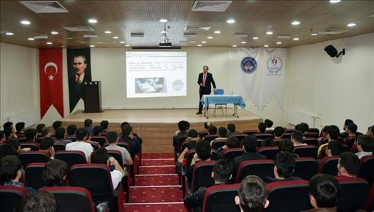 """Rektörümüz """"Teknoloji Üreten Üniversite, Gelişen-Kalkınan Türkiye"""" Konulu Konferans Verdi"""