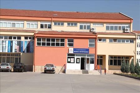 Hitit Üniversitesi Merkez Kütüphanesi Hızla Büyüyor