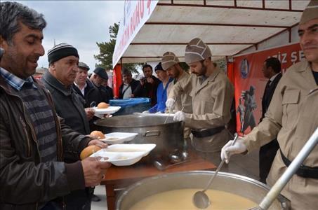 Çanakkale Şehitlerimizi Buğday Çorbası, Hoşaf ve Ekmek Menüsüyle Andık