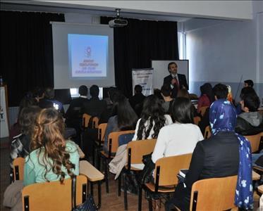 """Üniversitemiz Sungurlu MYO'da """"Gençlik ve Güvenli Gelecek"""" İsimli Konferans Düzenlendi"""