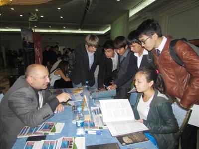 Üniversitemiz Kazakistan'da Uluslararası Eğitim Fuarlarına Katıldı