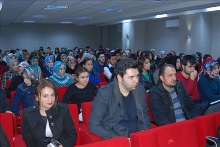 """Fen Edebiyat Fakültesi'nde """"Aşk Mesnevileri I: Leylâ ile Mecnûn"""" Konulu Konferans Gerçekleştirildi"""